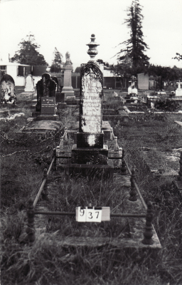 Historic picture of Makaraka cemetery, block MKC, plot 937.