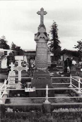 Historic picture of Makaraka cemetery, block MKC, plot 939.