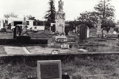 Historic picture of Makaraka cemetery, block MKC, plot 943.