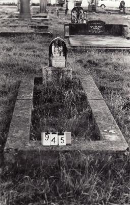 Historic picture of Makaraka cemetery, block MKC, plot 945.