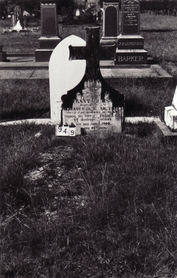 Historic picture of Makaraka cemetery, block MKC, plot 949.