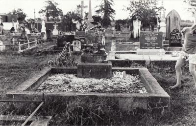 Historic picture of Makaraka cemetery, block MKC, plot 966.