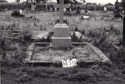Historic picture of Makaraka cemetery, block MKE, plot 1459.