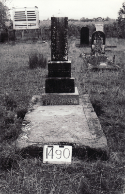 Historic picture of Makaraka cemetery, block MKE, plot 1490.