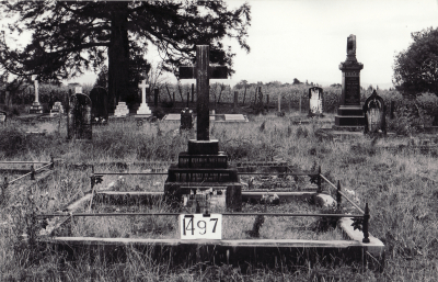 Historic picture of Makaraka cemetery, block MKE, plot 1497.