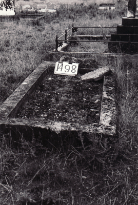 Historic picture of Makaraka cemetery, block MKE, plot 1498.