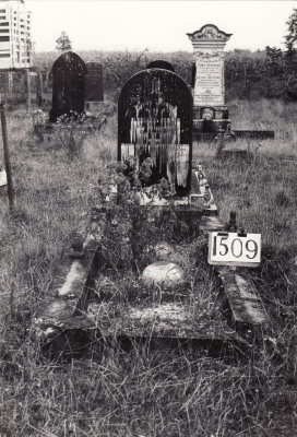Historic picture of Makaraka cemetery, block MKE, plot 1509.