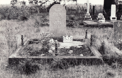 Historic picture of Makaraka cemetery, block MKE, plot 1528.