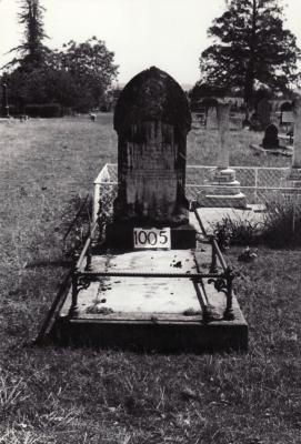 Historic picture of Makaraka cemetery, block MKF, plot 1005.