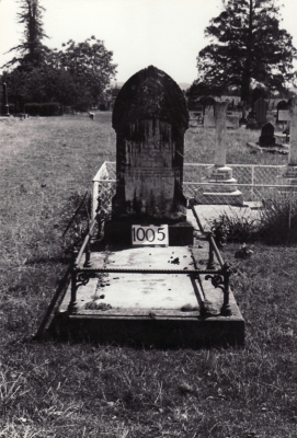 Historic picture of Makaraka cemetery, block MKF, plot 1005.
