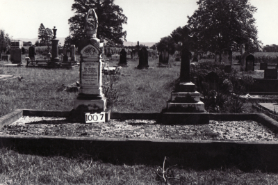 Historic picture of Makaraka cemetery, block MKF, plot 1007.