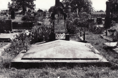 Historic picture of Makaraka cemetery, block MKF, plot 1009.