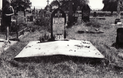 Historic picture of Makaraka cemetery, block MKF, plot 1010.
