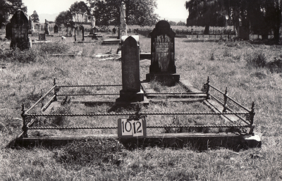 Historic picture of Makaraka cemetery, block MKF, plot 1012.