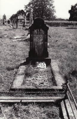 Historic picture of Makaraka cemetery, block MKF, plot 1013.