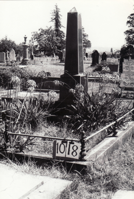 Historic picture of Makaraka cemetery, block MKF, plot 1018.