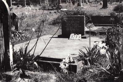 Historic picture of Makaraka cemetery, block MKF, plot 1019.