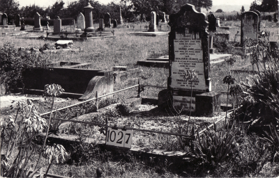 Historic picture of Makaraka cemetery, block MKF, plot 1027.