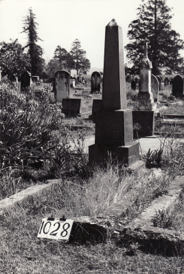 Historic picture of Makaraka cemetery, block MKF, plot 1028B.