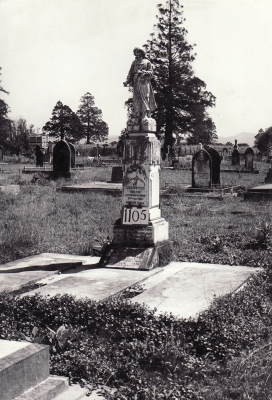 Historic picture of Makaraka cemetery, block MKF, plot 1105.