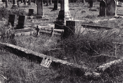 Historic picture of Makaraka cemetery, block MKF, plot 1107.