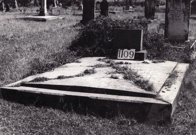 Historic picture of Makaraka cemetery, block MKF, plot 1109.