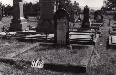 Historic picture of Makaraka cemetery, block MKF, plot 1116.