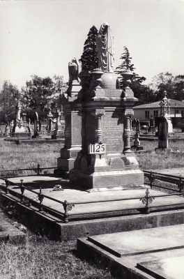 Historic picture of Makaraka cemetery, block MKF, plot 1125.
