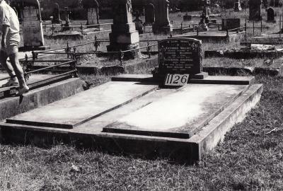Historic picture of Makaraka cemetery, block MKF, plot 1126.