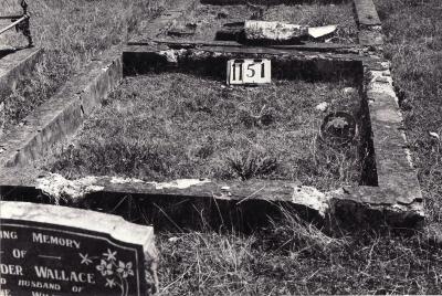 Historic picture of Makaraka cemetery, block MKF, plot 1151.