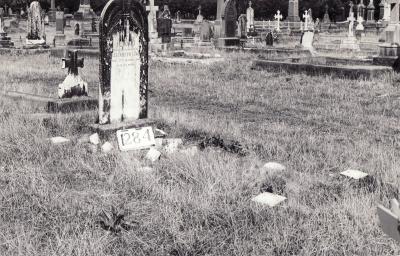 Historic picture of Makaraka cemetery, block MKF, plot 1284.