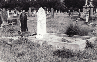 Historic picture of Makaraka cemetery, block MKF, plot 1297.