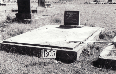Historic picture of Makaraka cemetery, block MKF, plot 1305.