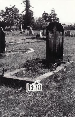 Historic picture of Makaraka cemetery, block MKF, plot 1308.