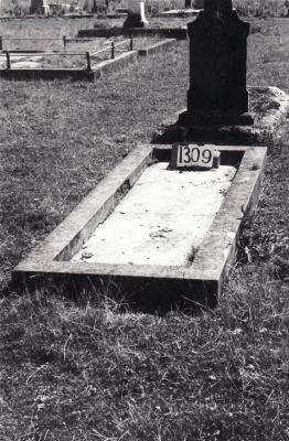 Historic picture of Makaraka cemetery, block MKF, plot 1309.
