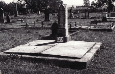 Historic picture of Makaraka cemetery, block MKF, plot 1310.