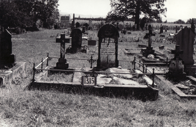 Historic picture of Makaraka cemetery, block MKF, plot 1315.