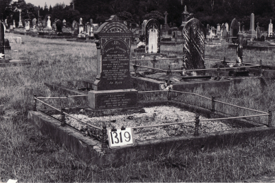 Historic picture of Makaraka cemetery, block MKF, plot 1319.