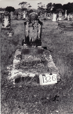 Historic picture of Makaraka cemetery, block MKF, plot 1326.
