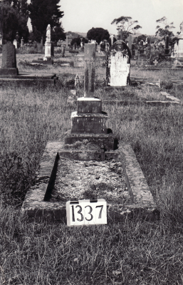 Historic picture of Makaraka cemetery, block MKF, plot 1337.