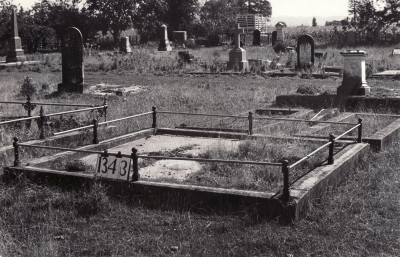 Historic picture of Makaraka cemetery, block MKF, plot 1343.