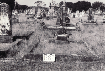 Historic picture of Makaraka cemetery, block MKF, plot 1387.