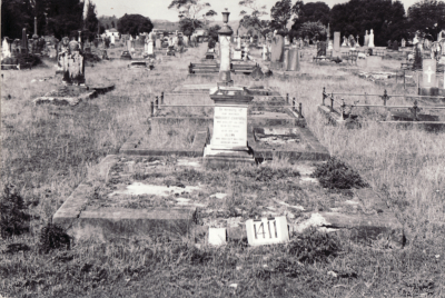 Historic picture of Makaraka cemetery, block MKF, plot 1411.