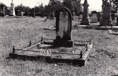 Historic picture of Makaraka cemetery, block MKF, plot 985.