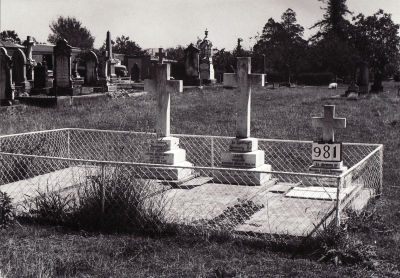 Historic picture of Makaraka cemetery, block MKF, plot 990.