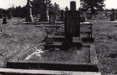 Historic picture of Makaraka cemetery, block MKF, plot 994.
