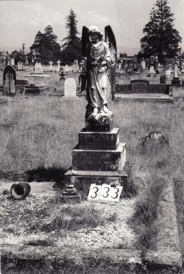 Historic picture of Makaraka cemetery, block MKG, plot 332.
