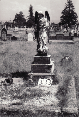 Historic picture of Makaraka cemetery, block MKG, plot 332.