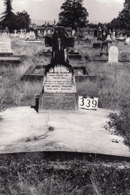 Historic picture of Makaraka cemetery, block MKG, plot 339.