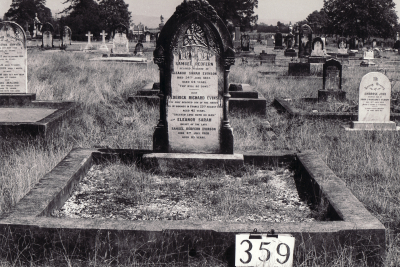 Historic picture of Makaraka cemetery, block MKG, plot 359.